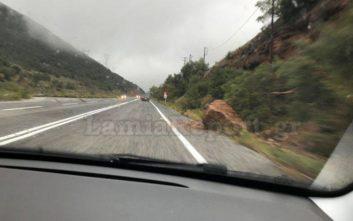 Μεγάλος βράχος έπεσε στην εθνική Λαμίας - Καρδίτσας