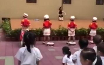 Νηπιαγωγείο προσέλαβε pole dancers για να υποδεχθούν τους μαθητές μετά τις διακοπές
