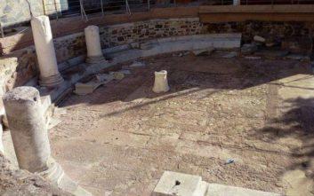Φθορές από κεριά και... μπάλα σε αρχαιολογικό χώρο στη Μυτιλήνη