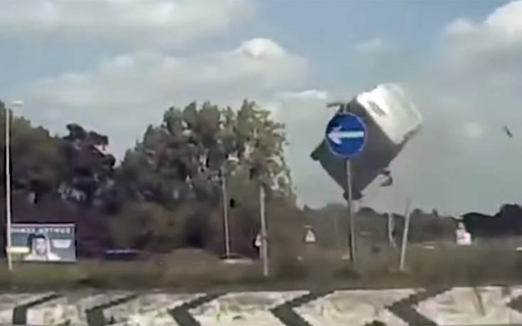 Ιπτάμενο έγινε το βανάκι οδηγού που βιαζόταν πολύ