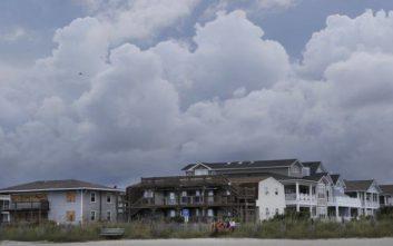 Για τυφώνα - «τέρας» προειδοποιούν οι αρχές καθώς η Φλόρενς πλησιάζει τις ΗΠΑ