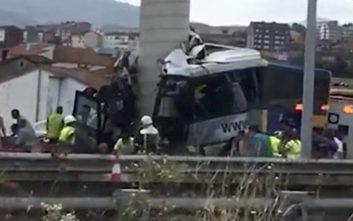 Λεωφορείο σφηνώθηκε σε γέφυρα στην Ισπανία, πέντε νεκροί επιβάτες
