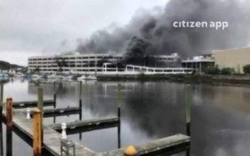 Μεγάλη πυρκαγιά σε εμπορικό κέντρο στη Νέα Υόρκη
