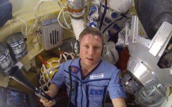 Ρώσος αστροναύτης ανέβασε βίντεο με τη ρωγμή στο διαστημόπλοιο Soyuz