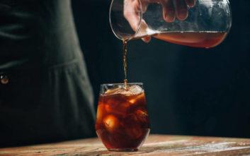 Πώς θα φτιάξεις καφέ cold brew εύκολα στο σπίτι