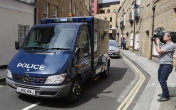 Αυτοκίνητο έπεσε σε πεζούς έξω από τέμενος στο Λονδίνο
