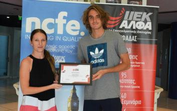 To IEK ΑΛΦΑ Γλυφάδας βραβεύει το διεθνώς ανερχόμενο «αστέρι» του τένις και σπουδαστή του, Στέφανο Τσιτσιπά