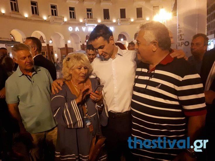 Η χαλαρή βόλτα του Κυριάκου Μητσοτάκη στο κέντρο της Θεσσαλονίκης