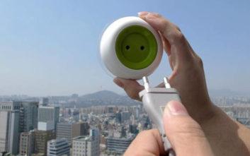 Αυτή είναι η πρίζα που μπαίνει στο παράθυρο που λειτουργεί με ηλιακή ενέργεια