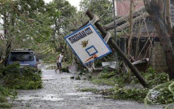 Μεγαλώνει διαρκώς η λίστα με τους νεκρούς στις Φιλιππίνες