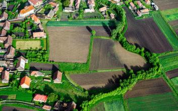 Γείτονες ξοδεύουν 11 χρόνια και 160.000 ευρώ για ένα κομμάτι γης… 76 πόντων