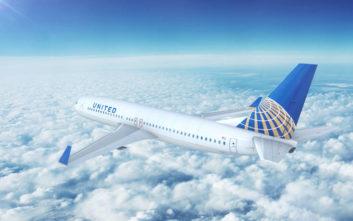 Έντρομοι επιβάτες είδαν τον πιλότο να βγάζει τη στολή και να την «πέφτει» στη διακεκριμένη θέση