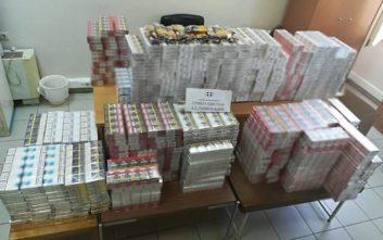 Συνελήφθη γυναίκα με πάνω από 5.000 λαθραία πακέτα τσιγάρων