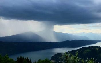Ένα απίθανο time-lapse βίντεο από σύννεφο που απελευθερώνει τόνους βροχής
