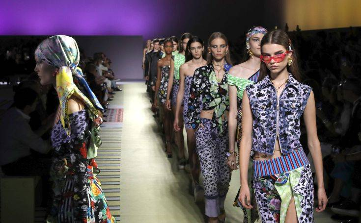 Ο οίκος Versace περνά στα χέρια του ομίλου Michael Kors
