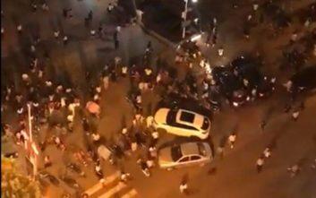 Δεκάδες άνθρωποι παρασύρθηκαν από «τρελό» αυτοκίνητο σε πλατεία της Κίνας