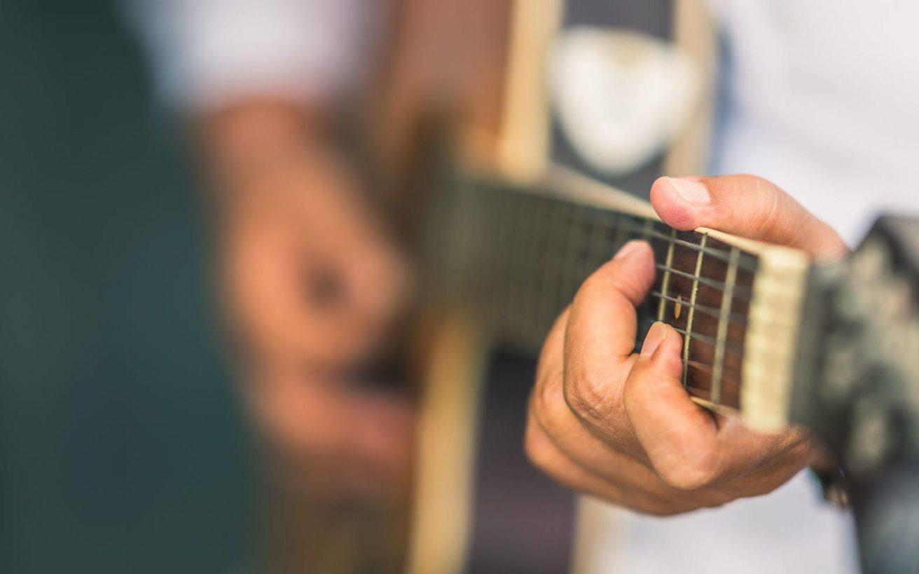 Τροχαίο τον άφησε παράλυτο για τρία ολόκληρα χρόνια και έγινε διάσημος τραγουδιστής