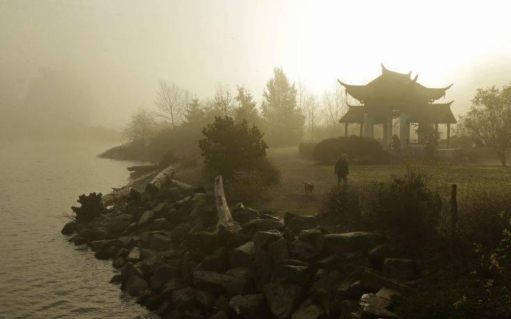 Τοπίο στην ομίχλη σχεδόν ολόκληρη η Κίνα