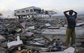 Νέο βίντεο από την Ινδονησία καταγράφει το τσουνάμι να σαρώνει τα πάντα