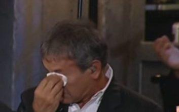 «Λύγισε» ο Νταλάρας στο αφιέρωμα για τον Μάνο Ελευθερίου