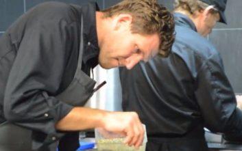 Ο «μάγειρας της χρονιάς» που φτιάχνει καπνιστό χέλι με σοκολάτα