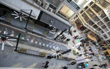 Φθορές και βανδαλισμοί στην πλατεία Χρηματιστηρίου της Θεσσαλονίκης