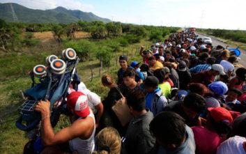 Περιορίζεται δραστικά το δικαίωμα υποβολής αίτησης ασύλου στις ΗΠΑ
