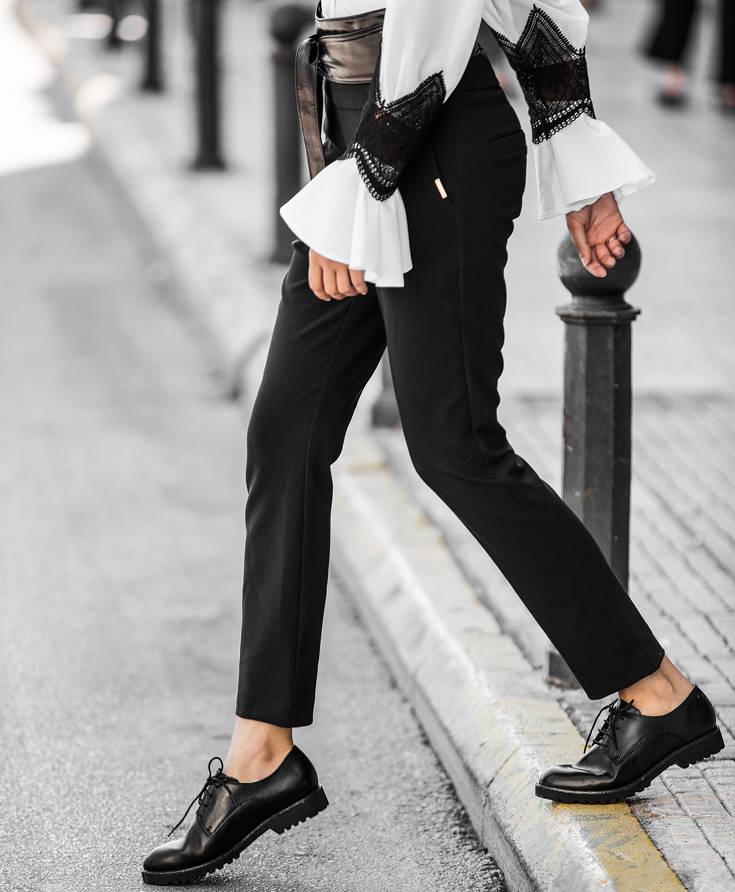 Αν αγαπάτε τα flat παπούτσια με χαμηλό τακούνι και λατρεύετε να ακολουθείτε  το ανδρόγυνο look 5e8e2b9c035