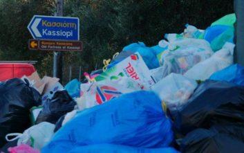 Τα σκουπίδια πνίγουν την Κέρκυρα