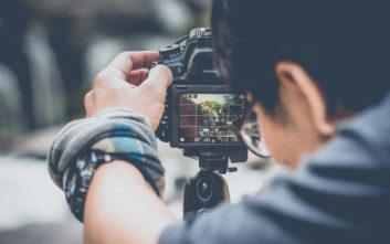 Φωτογράφος ψάχνει το μυστηριώδες ζευγάρι της φωτογραφίας του