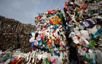 Καναδάς: Τέλος τα πλαστικά μιας χρήσης από το 2021