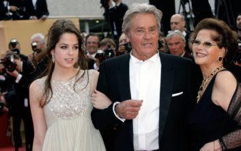 Η κόρη του Αλέν Ντελόν έχει διαφορετικό χρώμα στα μάτια της