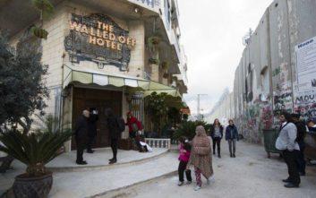 Το ξενοδοχείο με τη «χειρότερη θέα στον κόσμο», πόλος έλξης επισκεπτών