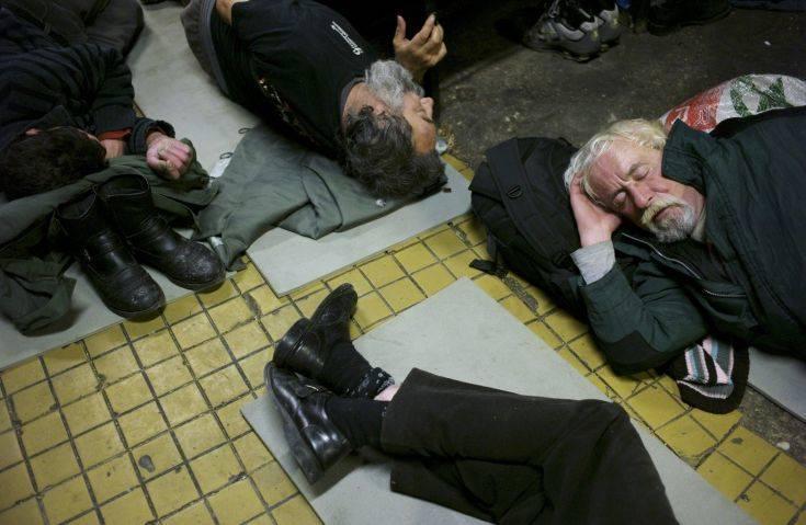 Νέος νόμος απαγορεύει στους αστέγους να κοιμούνται στους δρόμους στην Ουγγαρία