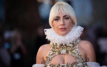 Αυτοκρατορική εμφάνιση για τη Lady Gaga στο κόκκινο χαλί