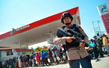 Απόγνωση, λεηλασίες και προειδοποιητικά πυρά στην Ινδονησία