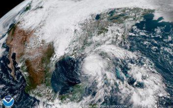 Με ανέμους 200 χιλιομέτρων την ώρα φτάνει σήμερα στη Φλόριντα ο τυφώνας Μάικλ