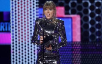 Η Τέιλορ Σουίφτ έγραψε τη δική της ιστορία στα Μουσικά Βραβεία της Αμερικής