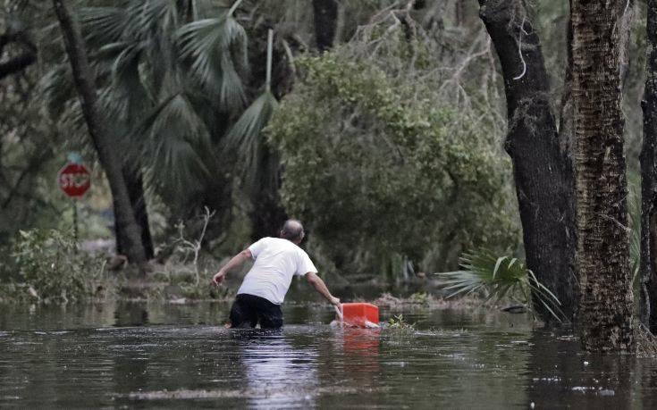 Τουλάχιστον ένας νεκρός από τον κυκλώνα «Μάικλ» στη Φλόριντα