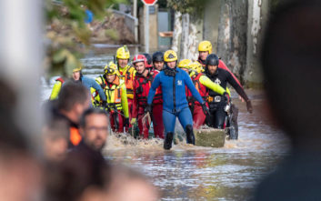 Τρεις άνθρωποι εξακολουθούν να αγνοούνται από τις φονικές πλημμύρες στη Γαλλία