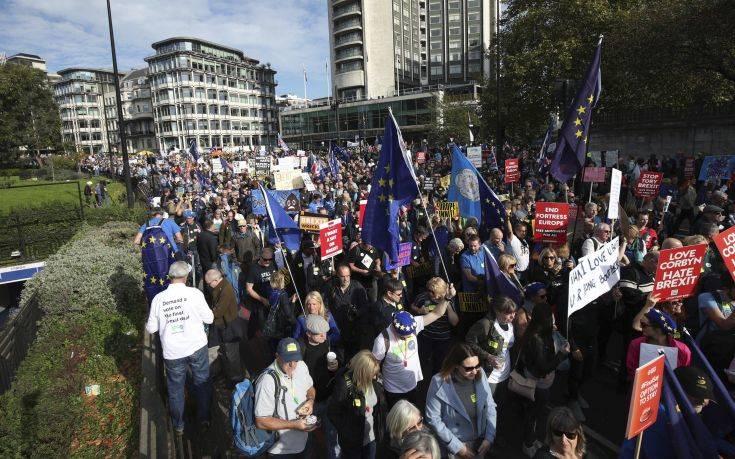 Μεγάλη διαδήλωση κατά του Brexit στο Λονδίνο με σύνθημα «να μείνουμε μαζί»