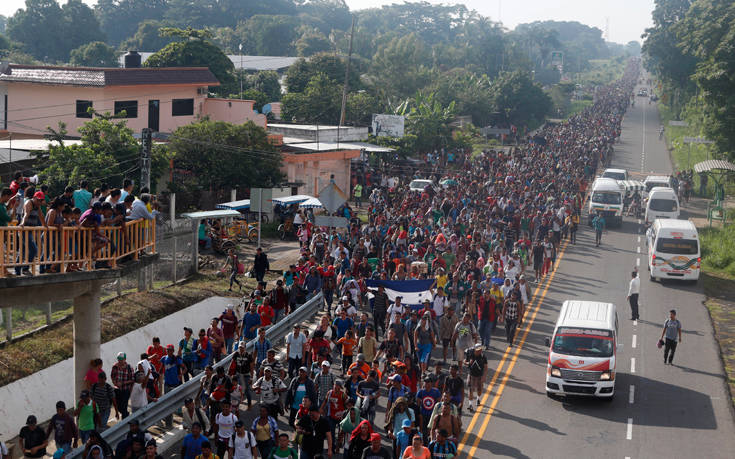 Το καραβάνι των μεταναστών συνεχίζει την πορεία του προς τις ΗΠΑ