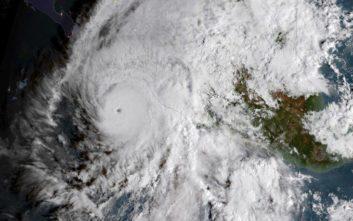 Ο κυκλώνας Ουίλα απειλεί το Μεξικό με ανέμους 260 χιλιομέτρων/ώρα