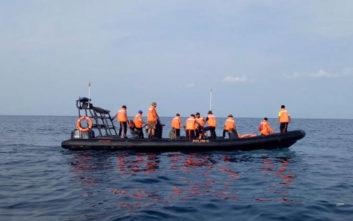 Σβήνουν οι ελπίδες για επιζώντες στην αεροπορική τραγωδία στην Ινδονησία