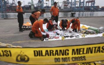 Στα μαύρα κουτιά επικεντρώνονται οι έρευνες μετά το αεροπορικό δυστύχημα στην Ινδονησία