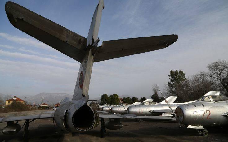 «Νεκροταφείο» αεροπλάνων στην Αλβανία μετατρέπεται σε νατοϊκή βάση