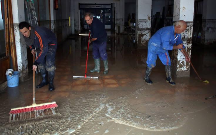 Ένας πυροσβέστης νεκρός από τις πλημμύρες στη Μάλαγα