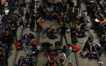 Κλειστοί δρόμοι και σιδηροδρομικές γραμμές από διαδηλωτές στην Καταλονία
