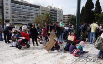Καθιστική διαμαρτυρία στο Σύνταγμα από Ιρανούς πρόσφυγες
