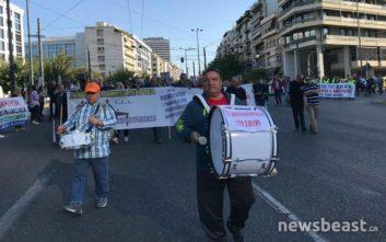 Ξεκίνησε η πορεία της ΠΟΕΔΗΝ στο κέντρο της Αθήνας